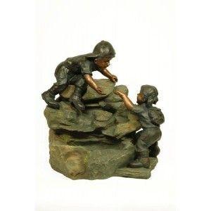 Fuente niños en roca