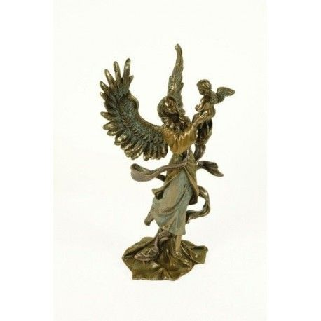 Figura ángel sosteniendo a niño