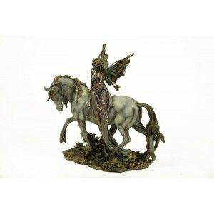 Figura hada montada en unicornio